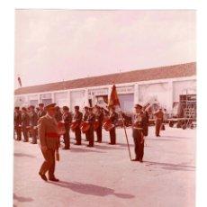 Militaria: FRANCISCO FRANCO AEROPUERTO NACIONAL DE BARCELONA 1 OCTUBRE 1962.- FOTO GALLÉS. 25,5 X 20,5 CM. Lote 132153550
