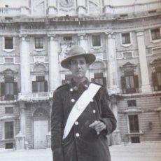 Militaria: FOTOGRAFÍA GUARDIA JURADO PARQUES DE MADRID.. Lote 132236594