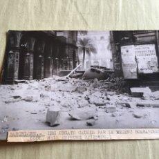 Militaria: FOTOGRAFÍA ORIGINAL GUERRA CIVIL -BARCELONA , CONSEQUANCIA DEL BORBARDEO EN LA PLAZA REAL 1938. Lote 132289414