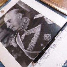 Militaria: GRAN FOTOGRAFIA ENMARCADA DEL CAUDILLO GENERALISIMO FRANCO DEDICADA A UN GOBERNADOR CIVIL.. Lote 132434398