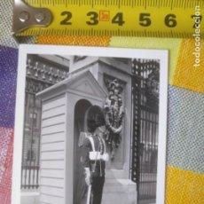 Militaria: FOTO ANTIGUA CENTINELA INGLÉS LONDRES 1934. Lote 132705746