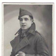Militaria: SOLDADO ESPAÑOL DE LA GUERRA CIVIL ESPAÑOLA - FOTO POSTAL EN SOPORTE DE CARTÓN. Lote 132944950