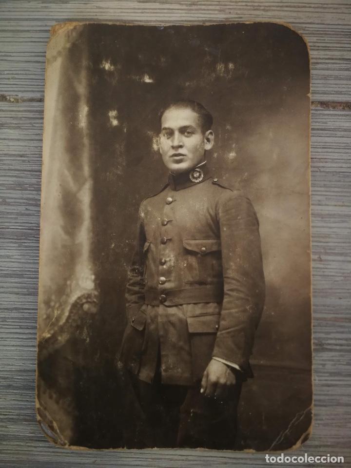 ANTIGUA FOTOGRAFIA MILITAR - SOLDADO EPOCA ALFONSO XIII - INTENDENCIA - TAMAÑO POSTAL - (Militar - Fotografía Militar - Otros)