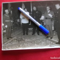 Militaria: FOTOGRAFIA EN GRAN FORMATO DEL GOBERNADOR DE JAEN FELIPE ARCHE CON EL CAUDILLO GENERALISIMO FRANCO.. Lote 133100518