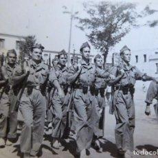 Militaria: FOTOGRAFÍA SOLDADOS DEL EJÉRCITO ESPAÑOL.. Lote 133498558