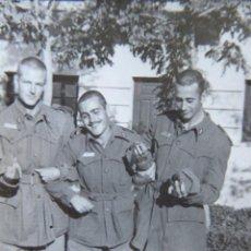 Militaria: FOTOGRAFÍA SOLDADOS FERROVIARIOS DEL EJÉRCITO ESPAÑOL. REGLAMENTO 1943. Lote 133582442