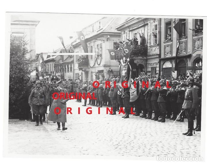 ADOLF HITLER EN UNA CIUDAD ALEMANA - FOTO DE PRENSA (Militar - Fotografía Militar - II Guerra Mundial)