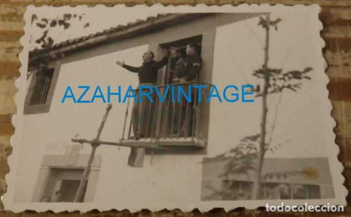 SOMOSIERRA, 1937, FALANGE, JOSE MARIA PEMAN DANDO UN DISCURSO PATRIOTICO, RARISIMA,85X60MM (Militar - Fotografía Militar - Guerra Civil Española)