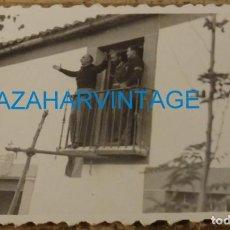 Militaria: SOMOSIERRA, 1937, FALANGE, JOSE MARIA PEMAN DANDO UN DISCURSO PATRIOTICO, RARISIMA,85X60MM. Lote 133669642