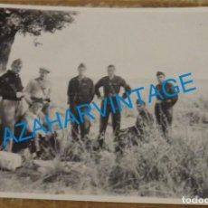Militaria: 1937, FALANGISTAS CAMINO DE NAVALCARNERO, JOSE MARIA PEMAN, RARISIMA,84X60MM. Lote 133669802