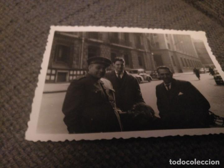 FOTO DE UN MILITAR EN LA CALLE, BILBAO AÑOS 50 (Militar - Fotografía Militar - Otros)