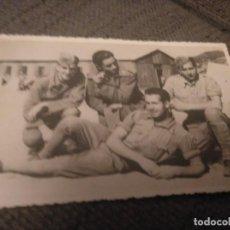 Militaria: FOTO DE GRUPO SOLDADOS EN CAMPAMENTO. AÑOS 40. Lote 133676990