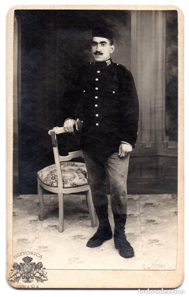 FOTO CABINET - MILITAR DEL REGIMIENTO 70 DE INFANTERÍA ALFONSO XIII - 8 X 12,5 CM (Militar - Fotografía Militar - Otros)