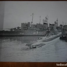 Militaria: FOTO ORIGINAL BUQUE CAÑONERO MINADOR NEPTUNO F02 SUBMARINO AG REYES S-31 SANTANDER 1968 BUSTAMANTE. Lote 156781140