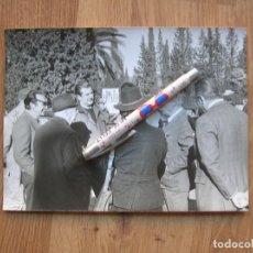 Militaria: FOTOGRAFIA EN GRAN FORMATO DEL GENERALISIMO FRANCO EN UNA CACERIA EN JAEN. AÑO 1973.. Lote 134916866