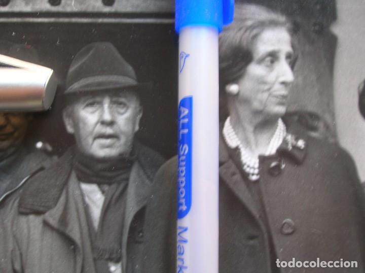 Militaria: GRAN FOTOGRAFIA DEL GENERALISMO FRANCO Y Dª CARMEN POLO EN UNA CACERIA EN JAEN. AÑO 1968. - Foto 2 - 134938130