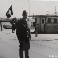 Militaria: SOLDADO DE LA WEHMACHT EN PUERTO DE DINAMARCA. AÑOS 1939-45. Lote 134939074
