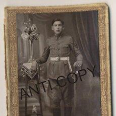 Militaria: FOTOGRAFÍA DE SOLDADO ESPAÑOL EN ESTUDIO FOTOGRÁFICO R GOMEZ CANALEJAS MELILLA AÑOS 20 DEL SIGLO XX. Lote 135122962