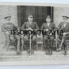 Militaria: FOTOGRAFIA DE GRUPO DE OFICIALES EPOCA ALFONSO XIII, NO CIRCULADA. TAMAÑO POSTAL.. Lote 135213078