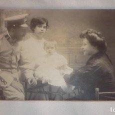Militaria: FOTO-POSTAL OFICIAL (CAPITÁN) POSANDO CON FAMILIA; PRINCIPIO SIGLO XX. Lote 135321322
