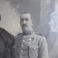 Militaria: FOTOGRAFÍA CAPITÁN GUARDIA CIVIL. MEDALLA CENTENARIO DE LA CONSTITUCIÓN Y DEL SITIO DE CÁDIZ 1910. Lote 135538742