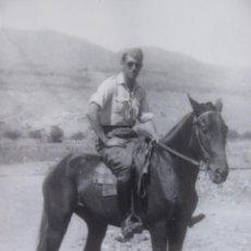 Militaria: FOTOGRAFÍA ALFÉREZ DEL EJÉRCITO ESPAÑOL. MELILLA 1943. Lote 136221670