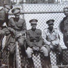 Militaria: FOTOGRAFÍA ALFÉRECES PROVISIONALES DEL EJÉRCITO ESPAÑOL. NADOR 1943. Lote 136222418
