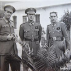 Militaria: FOTOGRAFÍA ALFÉRECES PROVISIONALES DEL EJÉRCITO ESPAÑOL. NADOR 1943. Lote 136222978