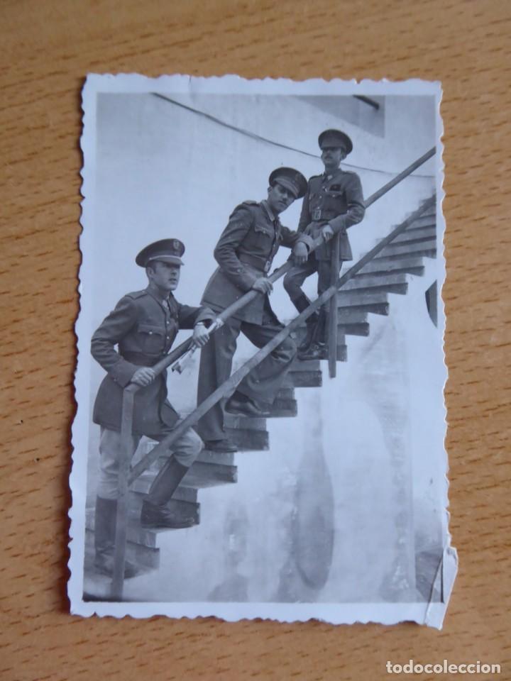 Militaria: Fotografía alférez provisional del ejército español. Club Náutico Nador 1942 - Foto 2 - 136228542