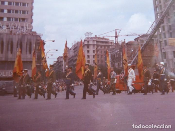 FOTOGRAFÍA SOLDADOS ABANDERADOS DEL EJÉRCITO ESPAÑOL. DESFILE DE LA VICTORIA 1971 (Militar - Fotografía Militar - Otros)