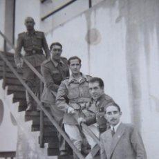 Militaria: FOTOGRAFÍA ALFÉREZ PROVISIONAL DEL EJÉRCITO ESPAÑOL. 1942. Lote 136230706
