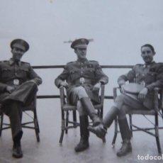 Militaria: FOTOGRAFÍA ALFÉRECES PROVISIONALES DEL EJÉRCITO ESPAÑOL. NADOR 1943. Lote 136231066