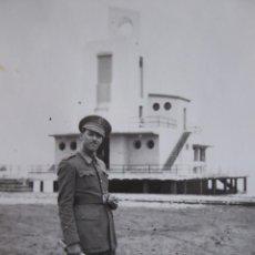 Militaria: FOTOGRAFÍA ALFÉREZ DEL EJÉRCITO ESPAÑOL. CLUB NÁUTICO NADOR. Lote 137169650