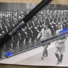 Militaria: FOTOGRAFIA DE HITLER Y MUSSOLINI PASANDO REVISTA A TROPAS SS.. Lote 137711154