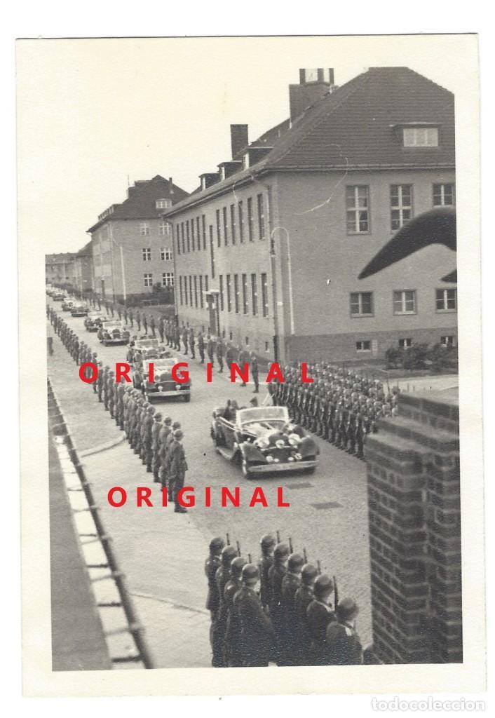 ADOLF HITLER EN UNA CIUDAD ALEMANA. (Militar - Fotografía Militar - II Guerra Mundial)