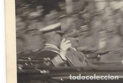 Militaria: ADOLF HITLER EN UNA CIUDAD ALEMANA. FOTO ORIGINAL PAPEL AGFA LUPEX. - Foto 2 - 137773670