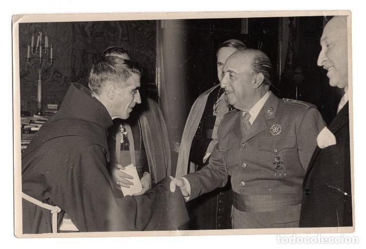 FOTOGRAFÍA ORIGINAL DE FRANCO PERSONALIDADES ECLESIASTICAS 18 X 12 CM. FOTO ,MARTÍN SANTOS MADRID (Militar - Fotografía Militar - Otros)