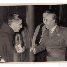 Militaria: FOTOGRAFÍA ORIGINAL DE FRANCO PERSONALIDADES ECLESIASTICAS 18 X 12 CM. FOTO ,MARTÍN SANTOS MADRID. Lote 138107914