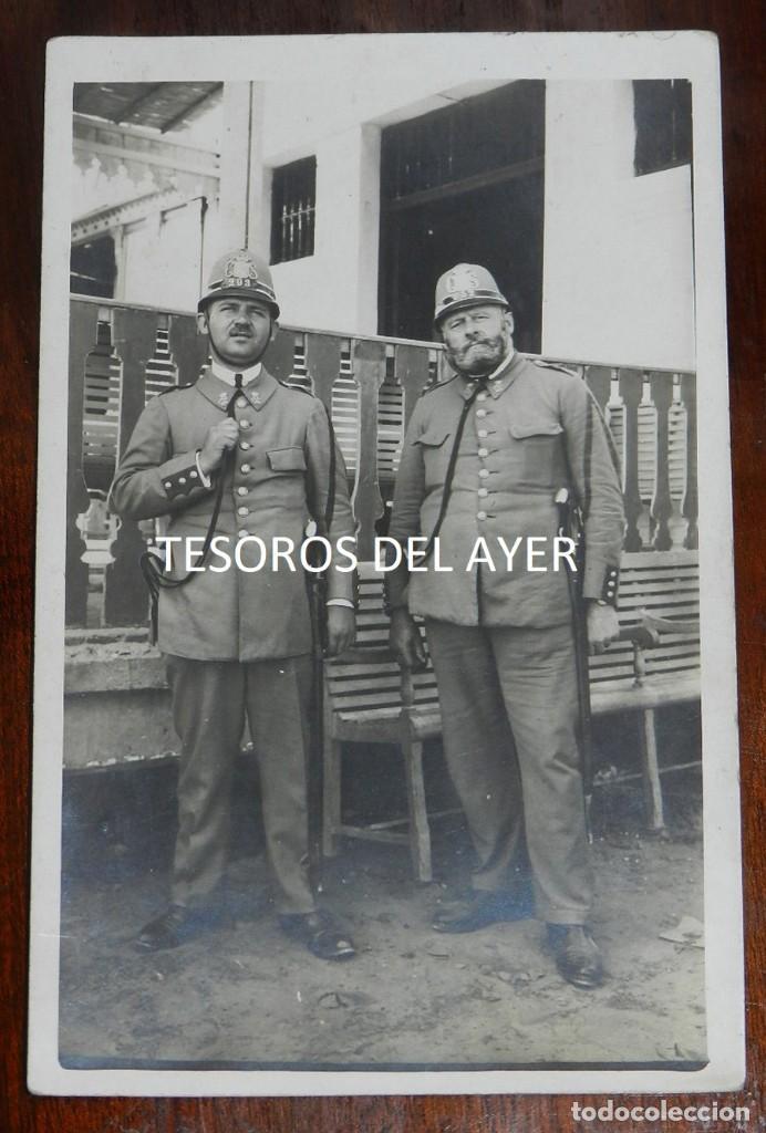 ANTIGUA FOTOGRAFIA AGENTES CUERPO DE SEGURIDAD, SIGLAS C.S N.293 EN EL CASCO, EPOCA ALFONSO XIII, MI (Militar - Fotografía Militar - Otros)