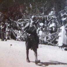 Militaria: FOTOGRAFÍA MORO ABANDERADO REGULARES. 1949. Lote 138912698