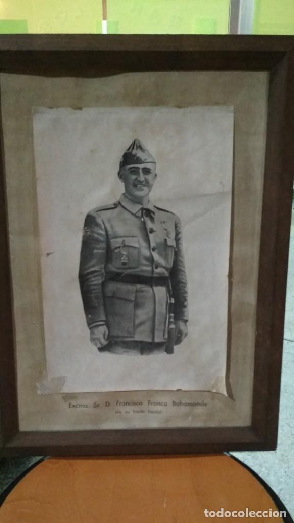 FOTOGRAFÍA O DIBUJO FRANCISCO FRANCO JEFE DEL ESTADO ESPAÑOL ENMARCADA 41X56 CM. DE ANTIGUA ESCUELA (Militar - Fotografía Militar - Guerra Civil Española)