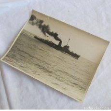 Militaria: FOTOGRAFÍA DEL BUQUE DRAGAMINAS TAMBRE EN PRUEBAS DE MAR, 26-7-1946, 23X17 CM EL FERROL DEL CAUDILLO. Lote 139558282