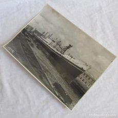 Militaria: FOTOGRAFÍA BUQUE VAPOR CASTILLO MONTJUICH DIQUE Nº 2, 10-8-1951, EL FERROL DEL CAUDILLO, 22X16 CM. Lote 139566926