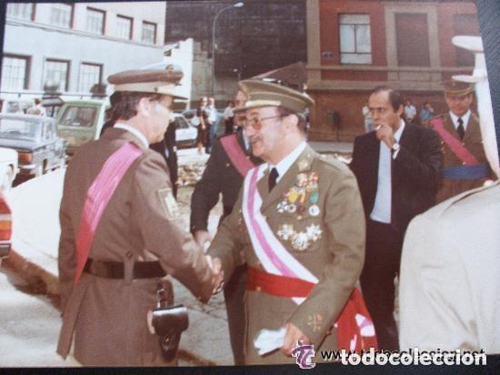 FOTO GENERAL EJERCITO ( CONDECORADO GUERRA CIVIL, MERITO AEREO, ETC ) Y COMANDANTE POLICIA NACIONAL (Militar - Fotografía Militar - Otros)