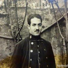Militaria: CARMELO DAVALILLO (PINTOR BARCELONÉS 1898-?). FOTOGRAFÍA ORIGINAL AÑOS 20. UNIFORME A IDENTIFICAR. Lote 139954838