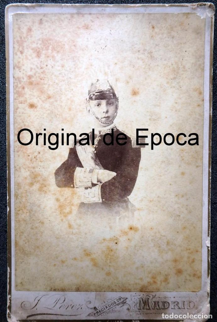 (JX-181154)FOTOGRAFÍA DE UN JOVENCISIMO REY D. ALFONSO XII CON UNIFORME DE CAPITÁN GENERAL . (Militar - Fotografía Militar - Otros)