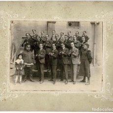 Militaria: FOTOGRAFÍA GRUPO DE CIVILES SOMATEN ARMADOS.- MEDIDAS TOTALES 33,5 X 27,5 CM. Lote 140250934