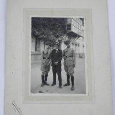 Militaria: FOTOGRAFIA CON DOS MILITARES DEL CUERPO DE REGULARES DE CABALLERIA EN CEUTA 1928. Lote 140853678