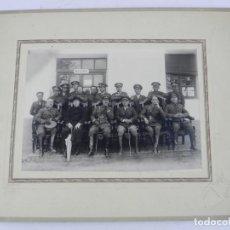 Militaria: FOTOGRAFIA CON OFICIALES DEL CUERPO DE REGULARES DE CABALLERIA EN CEUTA 1928 APROXIMADAMENTE , FOTOG. Lote 140854102