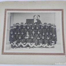 Militaria: FOTOGRAFIA CON MILITARES CUERPO DE INFANTERIA, AÑOS 20, MIDE 33 X 26 CMS. INCLUIDO EL PASPARTOUT, TA. Lote 140862398